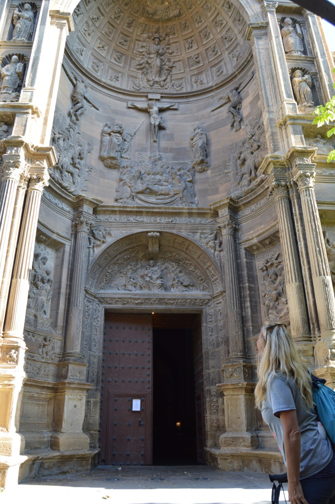 Walking into Santa Maria de ka Asuncion, Viana