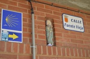 A Pilgrim's arrow and a little Pilgrim. Leaving Viana