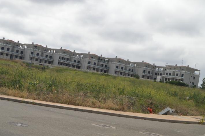 Lots of vacant homes, condos, apartments in Ciruena