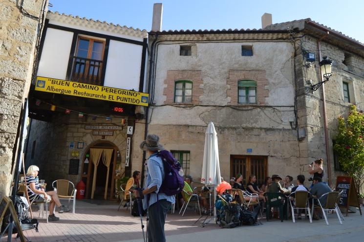 Pilgrim breakfast break Hontanas on the Camino
