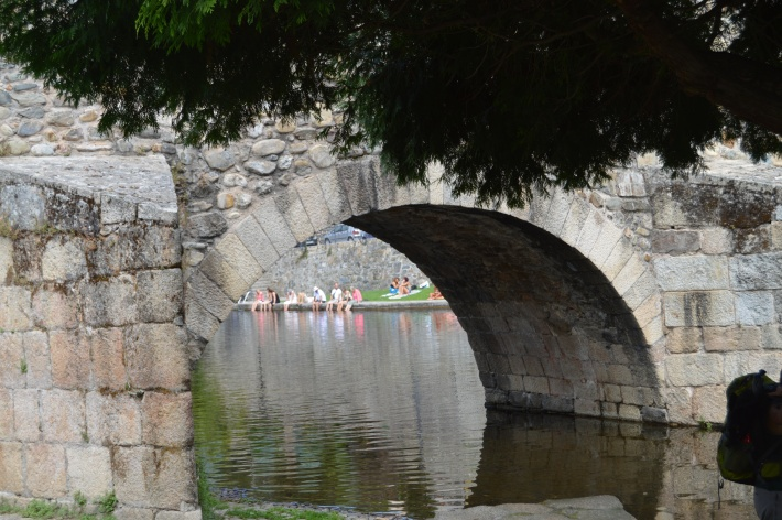 Molinaseca bridge--Note the Pilgrims who are soaking their feet