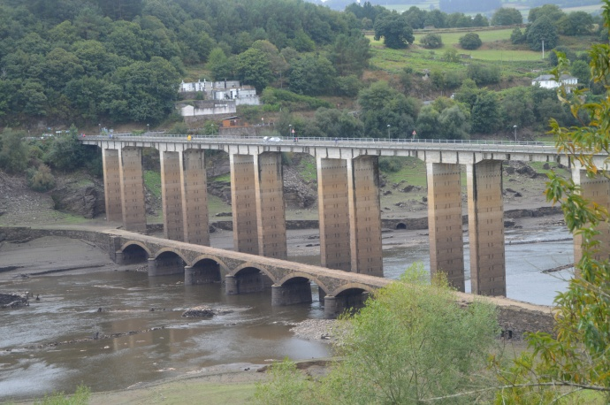 Old and new bridges at Portomarin