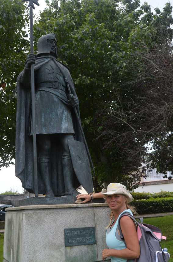 Jackie leaves Aaron's stone at El Templario Peregrino